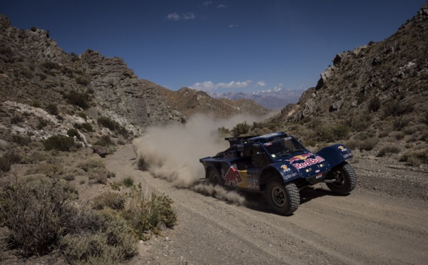 Sainz wins the 4th stage and takes the lead!